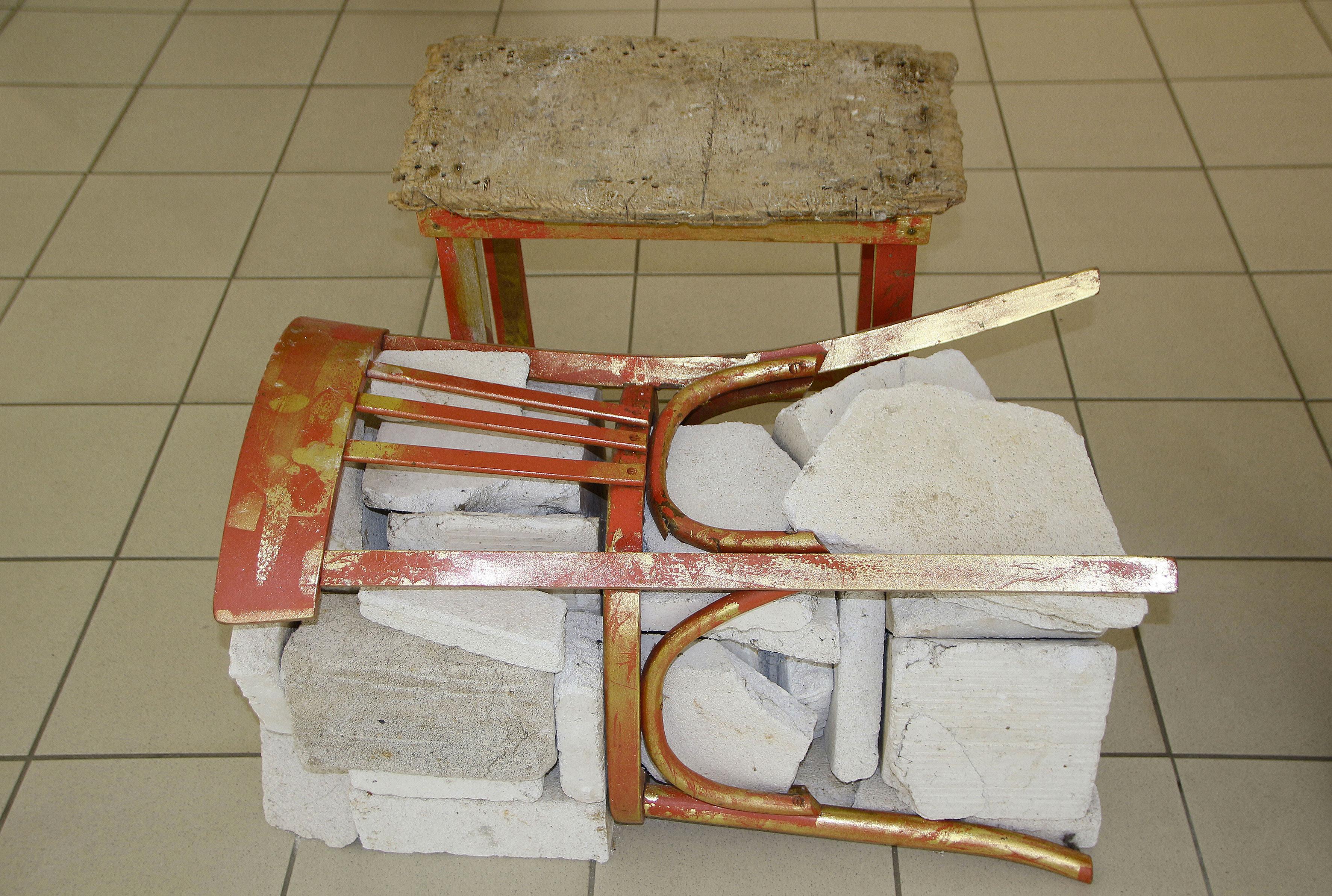 La-chaise-emmuree-+-le-tabouret-de-M-Courtin